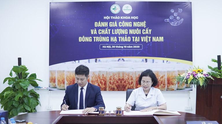 Trung tâm Vietfarm ký kết hợp tác với Viện nghiên cứu và phát triển Y dược cổ truyền dân tộc