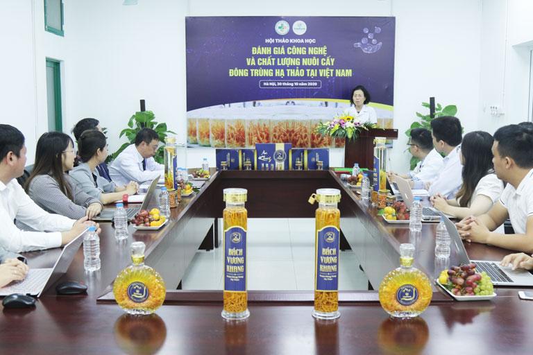 Các sản phẩm rượu đông trùng hạ thảo Vietfarm thu hút sự chú ý của giới chuyên gia
