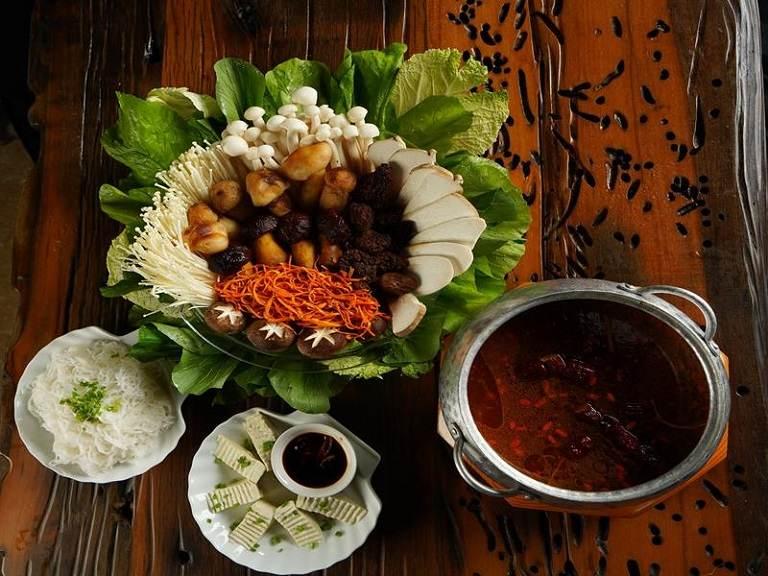 Trùng thảo được sử dụng như một loại rau ăn lẩu