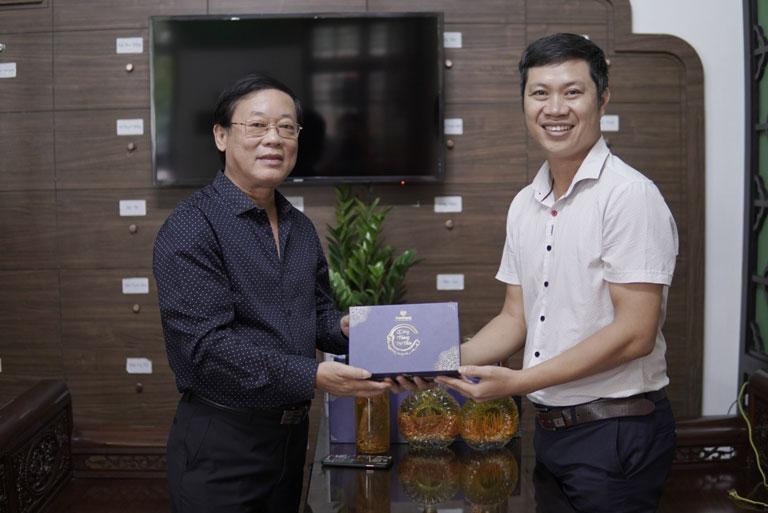 Nghệ sĩ Phú Thăng tin tưởng sử dụng rượu Đông trùng hạ thảo Vietfarm