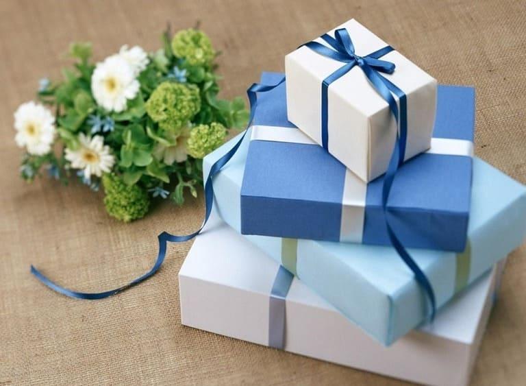 Tặng quà cho khách hàng là một nét đẹp trong văn hóa doanh nghiệp