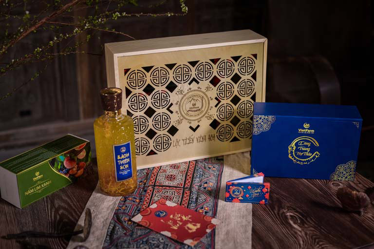 Set quà Lộc Tiến Vinh Hoa sang trọng thời thượng - Một set quà của Vietfarm được anh Bá Toàn lựa chọn
