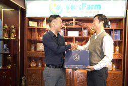 Set quà Đông trùng hạ thảo Vietfarm nhận được sự quan tâm đặc biệt của cán bộ Bệnh viện Quân Dân 102